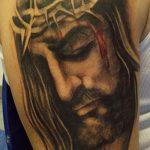 Фото тату Иисуса Христа №801 - классный вариант рисунка, который легко можно использовать для преобразования и нанесения как тату иисуса христа на предплечье