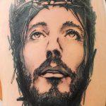 Фото тату Иисуса Христа №336 - классный вариант рисунка, который легко можно использовать для переработки и нанесения как тату иисуса христа на боку