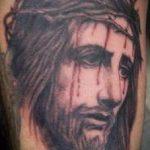 Фото тату Иисуса Христа №905 - достойный вариант рисунка, который легко можно использовать для переработки и нанесения как тату иисуса христа на плече