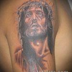 Фото тату Иисуса Христа №328 - крутой вариант рисунка, который удачно можно использовать для преобразования и нанесения как тату иисуса христа в кресте
