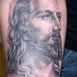 Фото тату Иисуса Христа №898 - прикольный вариант рисунка, который успешно можно использовать для доработки и нанесения как тату иисуса христа в кресте