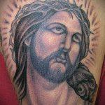Фото тату Иисуса Христа №14 - крутой вариант рисунка, который успешно можно использовать для переделки и нанесения как тату иисуса христа на спине