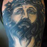 Фото тату Иисуса Христа №765 - интересный вариант рисунка, который успешно можно использовать для переделки и нанесения как тату иисуса христа на предплечье