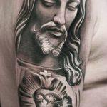 Фото тату Иисуса Христа №469 - крутой вариант рисунка, который легко можно использовать для переделки и нанесения как тату иисуса христа на предплечье