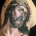 Фото тату Иисуса Христа №258 - прикольный вариант рисунка, который хорошо можно использовать для преобразования и нанесения как тату иисуса христа на боку