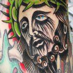 Фото тату Иисуса Христа №25 - уникальный вариант рисунка, который удачно можно использовать для доработки и нанесения как тату иисуса христа за столом