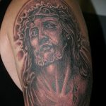 Фото тату Иисуса Христа №207 - интересный вариант рисунка, который успешно можно использовать для доработки и нанесения как тату иисуса христа на спине
