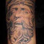 Фото тату Иисуса Христа №620 - прикольный вариант рисунка, который удачно можно использовать для переделки и нанесения как тату иисуса христа на плече