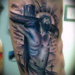 Фото тату Иисуса Христа №169 - уникальный вариант рисунка, который легко можно использовать для переделки и нанесения как тату иисуса христа в кресте