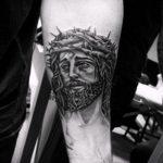 Фото тату Иисуса Христа №718 - классный вариант рисунка, который хорошо можно использовать для доработки и нанесения как тату иисуса христа и дьявола