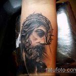 Фото тату Иисуса Христа №909 - крутой вариант рисунка, который удачно можно использовать для преобразования и нанесения как тату иисуса христа на боку