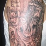 Фото тату Иисуса Христа №635 - уникальный вариант рисунка, который удачно можно использовать для преобразования и нанесения как тату иисуса христа на запястье