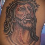 Фото тату Иисуса Христа №213 - прикольный вариант рисунка, который хорошо можно использовать для преобразования и нанесения как тату иисуса христа на груди