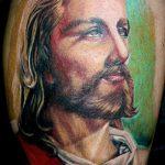 Фото тату Иисуса Христа №53 - крутой вариант рисунка, который удачно можно использовать для доработки и нанесения как тату иисуса христа на плече