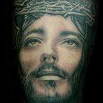 Фото тату Иисуса Христа №216 - достойный вариант рисунка, который удачно можно использовать для переработки и нанесения как тату иисуса христа на груди