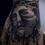 Фото тату Иисуса Христа №373 - уникальный вариант рисунка, который легко можно использовать для переделки и нанесения как тату иисуса христа на запястье