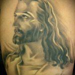 Фото тату Иисуса Христа №283 - уникальный вариант рисунка, который хорошо можно использовать для преобразования и нанесения как тату иисуса христа за столом