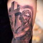 Фото тату Иисуса Христа №334 - достойный вариант рисунка, который легко можно использовать для переделки и нанесения как тату иисуса христа за столом