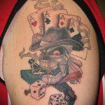 Фото тату игральные кости №361 - достойный вариант рисунка, который удачно можно использовать для преобразования и нанесения как тату игровые кости на руке