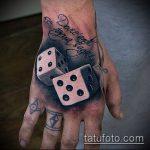 Фото тату игральные кости №550 - классный вариант рисунка, который успешно можно использовать для переработки и нанесения как тату игральные кости и карты