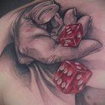 Фото тату игральные кости №979 - достойный вариант рисунка, который хорошо можно использовать для доработки и нанесения как тату игральные кости на шее