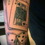 Фото тату игральные кости №198 - прикольный вариант рисунка, который легко можно использовать для переработки и нанесения как тату игральные кости на запястье