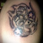Фото тату игральные кости №142 - интересный вариант рисунка, который удачно можно использовать для преобразования и нанесения как тату игральные кости и клевер