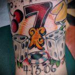 Фото тату игральные кости №259 - прикольный вариант рисунка, который успешно можно использовать для преобразования и нанесения как игральные кости тату на шее