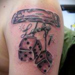 Фото тату игральные кости №503 - эксклюзивный вариант рисунка, который успешно можно использовать для преобразования и нанесения как тату игральные кости и карты
