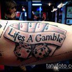 Фото тату игральные кости №193 - достойный вариант рисунка, который успешно можно использовать для переделки и нанесения как тату игровые кости на руке