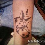 Фото тату игральные кости №13 - уникальный вариант рисунка, который легко можно использовать для переделки и нанесения как тату игральные кости на лице