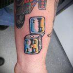 Фото тату игральные кости №709 - интересный вариант рисунка, который легко можно использовать для переработки и нанесения как тату игральные кости и клевер