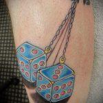 Фото тату игральные кости №982 - достойный вариант рисунка, который успешно можно использовать для преобразования и нанесения как тату игральные кости и карты