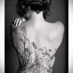 тату на спине №236 - достойный вариант рисунка, который удачно можно использовать для переделки и нанесения как тату на спине маленькие
