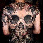 тату на спине №745 - классный вариант рисунка, который удачно можно использовать для переработки и нанесения как тату на спине абстракция