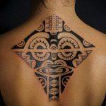 тату на спине №269 - классный вариант рисунка, который легко можно использовать для преобразования и нанесения как тату на спине девушка