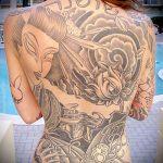 тату на спине №301 - прикольный вариант рисунка, который удачно можно использовать для доработки и нанесения как тату на спине цветы