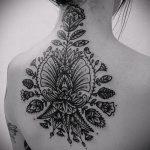 тату на спине №981 - классный вариант рисунка, который успешно можно использовать для переработки и нанесения как тату на спине цветы