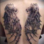 тату на спине №831 - интересный вариант рисунка, который успешно можно использовать для переделки и нанесения как тату на спине крылья