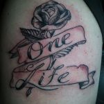 тату одна жизнь №9 - прикольный вариант рисунка, который успешно можно использовать для преобразования и нанесения как тату одна жизнь одна любовь