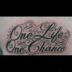тату одна жизнь №739 - интересный вариант рисунка, который успешно можно использовать для доработки и нанесения как тату надпись одна жизнь