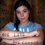тату одна жизнь №695 - интересный вариант рисунка, который легко можно использовать для переделки и нанесения как тату одна жизнь муж