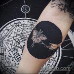 черное тату №953 - классный вариант рисунка, который легко можно использовать для переделки и нанесения как черное тату на плече