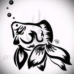 Эскиз тату золотая рыбка №366 - крутой вариант рисунка, который легко можно использовать для переработки и нанесения как тату золотая рыбка акварель