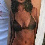 тату бикини №825 - уникальный вариант рисунка, который успешно можно использовать для преобразования и нанесения как тату бикини перо