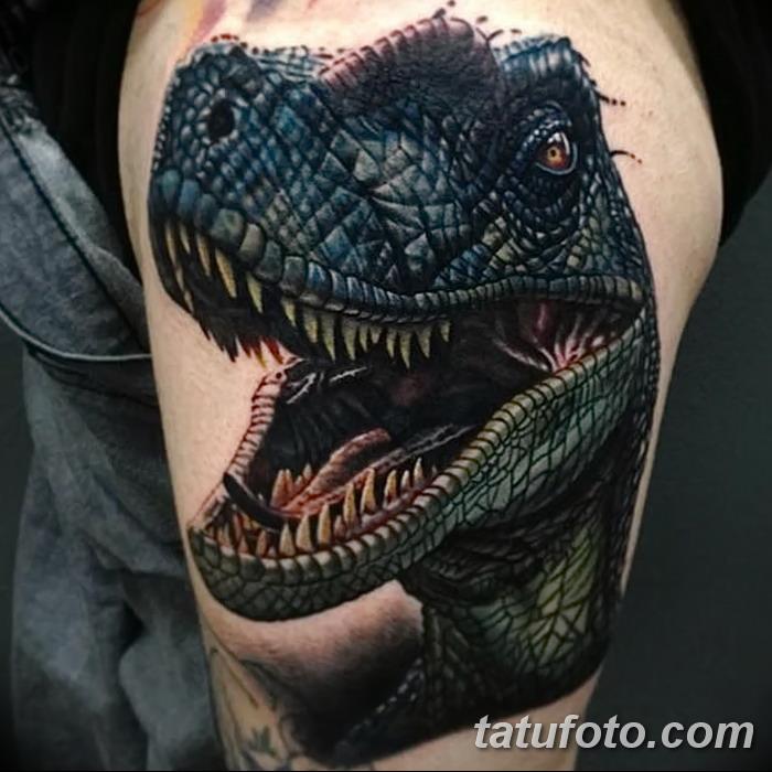 Тату динозавр на руке