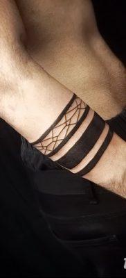 фото тату прямая линия (полоса) от 11.08.2017 №005 – Straight line tattoo