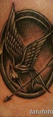фото тату Сойка пересмешница от 25.09.2017 №055 – Tattoo Hunger Games – tatufoto.com