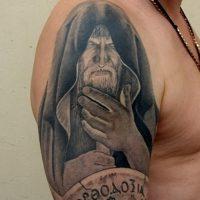 Значение тату монах в капюшоне