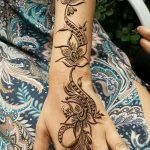 фото Мехенди на предплечье от 28.10.2017 №044 - Mehendi on the forearm - tatufoto.com